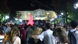 Grekler referendumyň netijelerini gutladylar