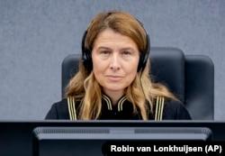 Kryegjykatësja Mappie Veldt-Foglia në Dhomat e Specializuara në Hagë.