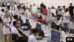 پروتکل انتخابات در یکی از مراکز صوفیه در 11 ژوئیه 2021.