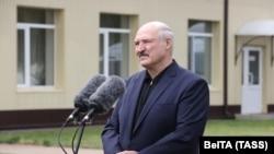 Лукашенко: я попросив росіян: дайте нам дві-три групи журналістів про всяк випадок