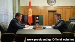 И. о. президента Талант Мамытов и и. о. премьер-министра Артем Новиков.