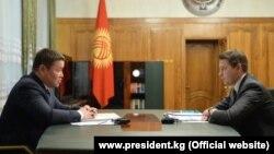 Исполняющие обязанности президента и премьер-министра Талант Мамытов и Артем Новиков. 17 ноября 2020 г.