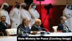 عبدالله عبدالله رئیس شورای عالی مصالحه ملی افغانستان در جریان یک نشست در مورد صلح افغانستان در قطر.