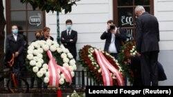 گل گذاری به یادبود از کشته شده ها در شهر ویانا پایتخت اتریش