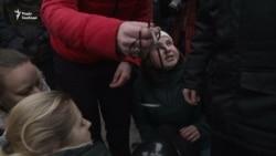 Росія: марш «материнського гніву» після смерті доньки активістки (відео)