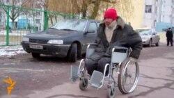 Пэнсынэрка Галіна больш за год апякуецца бяздомным інвалідам-вазочнікам