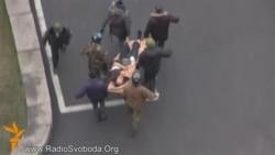 У готель «Україна» звозять постраждалих і загиблих протестувальників