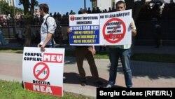 """Protest împotriva """"discriminării și hărțuirii"""" celor nevaccinați, Chișinău, 3 august 2021"""