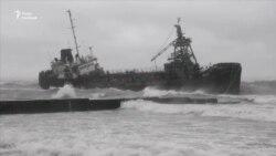 В Одесі до берега прибило танкер (відео)