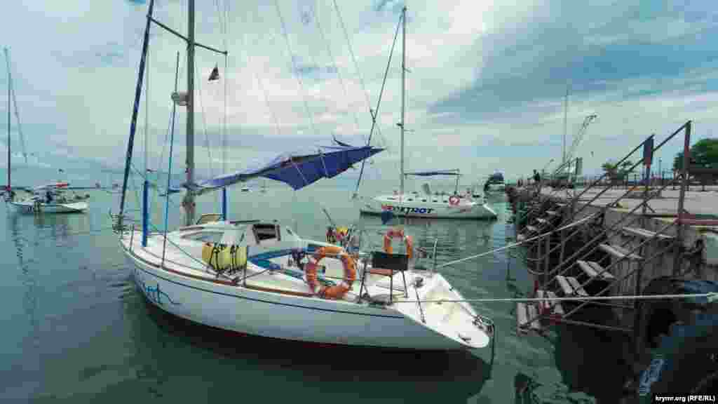 Для місцевих прогулянкових яхт стоянка біля причалу морпорту – платна
