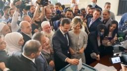 بشار اسد و همسرش در جریان رأیگیری اخیر ریاست جمهوری سوریه