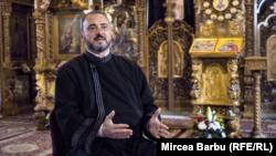 Părintele Petrișor slujește la căpătâiul bolnavilor de aproape 24 de ani.