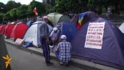 Moldovan Protesters Dig In
