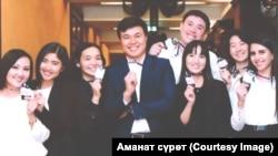 Сахи Зухал (оңдон биринчи) кыргыз кесиптештери менен.