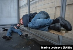 "Drunk men at a bus stop in St. Petersburg: ""The Western culture of alcohol use centers on consumption in bars, cafes, and restaurants,"" says Vadim Drobiz of the Center for the Study of Federal and Regional Alcohol Markets. ""In Russia, people frequently drink on the streets, unfortunately."" (file photo)"