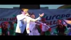Японский певец выступает в Бишкеке