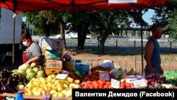 Сельскохозяйственная ярмарка в Симферополе, фото со страницы в Фейсбуке главы российской администрации Симферополя Валентина Демидова, 31 июля 2021 года
