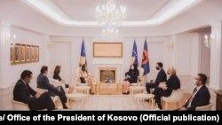 Presidentja Osmani gjatë takimit me përfaqësuesit e organizatave të Kombeve të Bashkuara. Prishtinë, 19 gusht 2021.