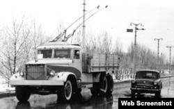 Дизель-троллейвоз ДТУ-10 на трассе Симферополь-Ялта, 1963 год. Фото из книги «КрАЗ. Люди. Завод. Автомобили», 2006 год