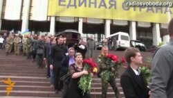 Світ у відео: в Києві прощалися з бійцем спецпідрозділу «Азов», який загинув у Маріуполі