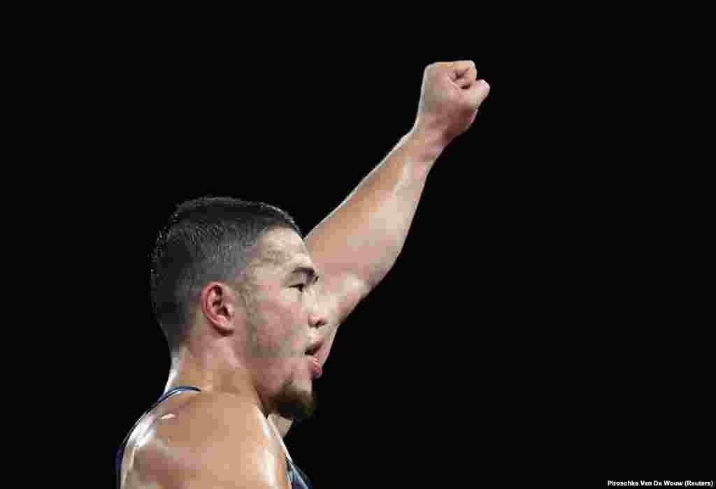 Акжол олимпиаданын алтын байге үчүн венгриялык Таман Лоринц менен күрөшөт. Финалдык таймаш 3-августта Бишкек убактысы боюнча саат 15:15те башталат.
