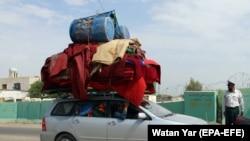 Авганистанците ги напуштаат своите села во провинцијата Хелманд поради честите напади на Талибанците