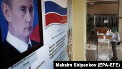 Під час дострокового голосування в Москві, 25 червня 2020 року