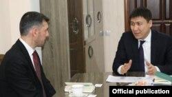 Хүснү Биржан жана Алмазбек Бейшеналиев.
