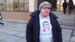 Мама Евгения Панова: его ломают, но он стоит на своем (видео)
