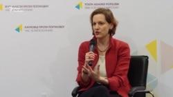 Відома журналістка Енн Еплбаум презентувала в Києві книжку про Голодомор (відео)