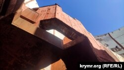 Товщина металевих і бетонних конструкцій у реакторному відділенні вражає