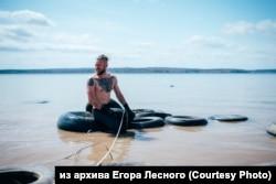 Покрышки на побережье Иркутского водохранилища