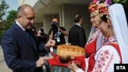 На 1 май президентът Румен Радев посети Първомай.