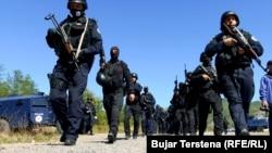 Припадници на косовската полиција на граничниот премин Јариње, Косово, 27 септември 2021 година