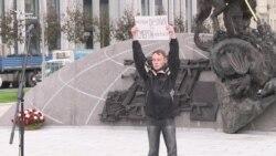 В Москве на открытии памятника Калашникову задержан активист