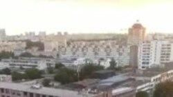 Машыны гудуць падчас ланцугу салідарнасьці ў Менску. ВІДЭА
