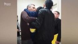 Соцсети повергло в шок видео, как 7-летнего мальчика насильно отбирают у отца