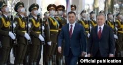 Жапаров ва Мирзиёев Тошкентдаги учрашуви пайти.
