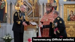 Награждение протоиерея Сергия Халюты российскими силовиками в Севастополе