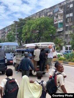 Сергей пытается воспользоваться общественным транспортом на Занзибаре