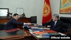 Абдиль Сегизбаев и Алмазбек Атамбаев. Ноябрь 2016 года.