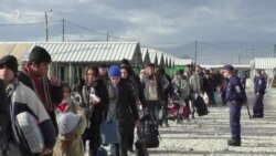 Despite bad weather thousand refugees still transiting through Macedonia