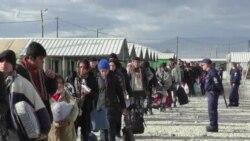 Despite bad weather thousand refugees still transiting through Macedonia