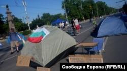 Блокираният от протестиращи Орлов мост в столицата