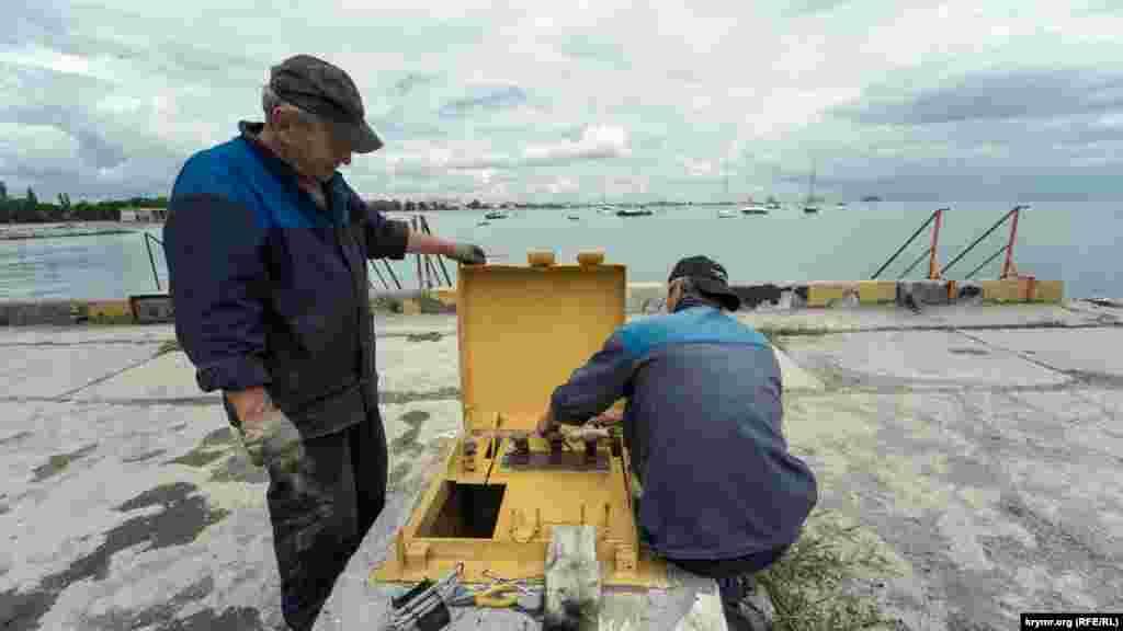 Портові електрики зайняті справою