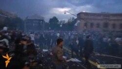 Yerevandakı mitinqdə şarlar partladı