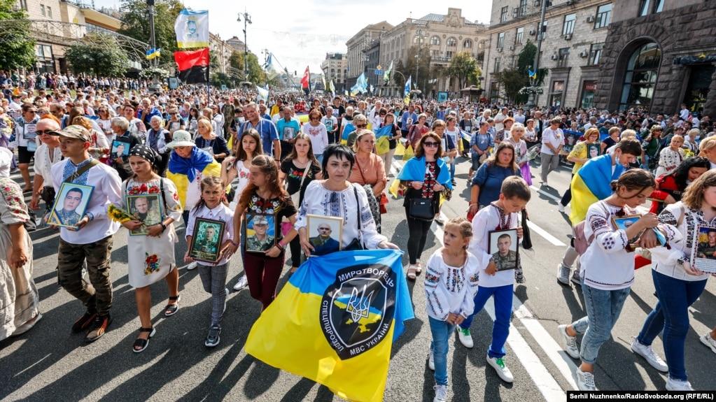 За даними Національної поліції, в центрі столиці у заходах взяли участь близько 100 тисяч людей