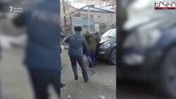 Yerevanda etirazçılarla deputat arasında yumruq davası