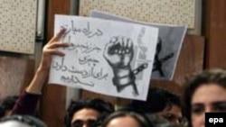 اين گروه دانشجویی، به ويژه بعد از روی کار آمدن دولت نهم، در نامه های سرگشاده، انتقادات صريحی از دولت محمود احمدی نژاد و سياست های او مطرح کرده است.