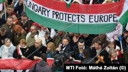 """Egy kormányzati """"civil"""" szervezet, melyet a magyar adófizetők tartanak el: a Civil Összefogás Fórum """"Békemenete"""" 2018. március 15-én"""